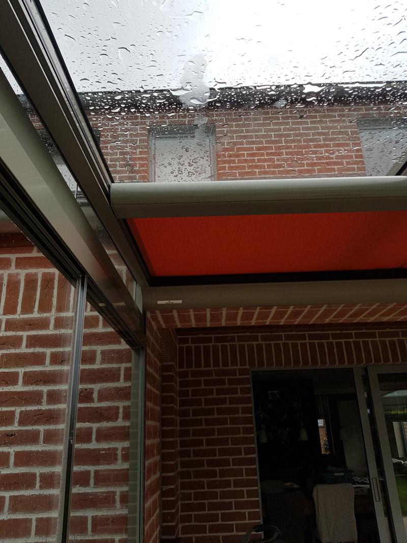 Isol&Plus - Installation d'une pergola vitrée avec parois coulissantes vitrées et store de véranda