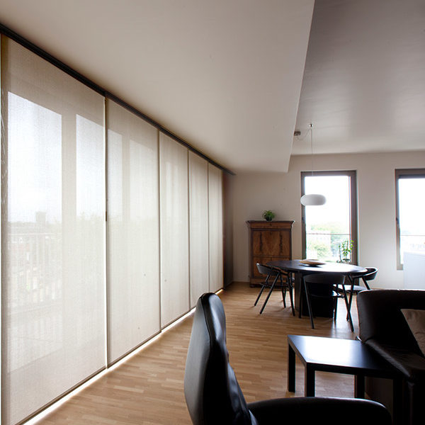Isol&Plus - Très esthétiques, les stores japonais sont l'idéal pour les grandes baies vitrées