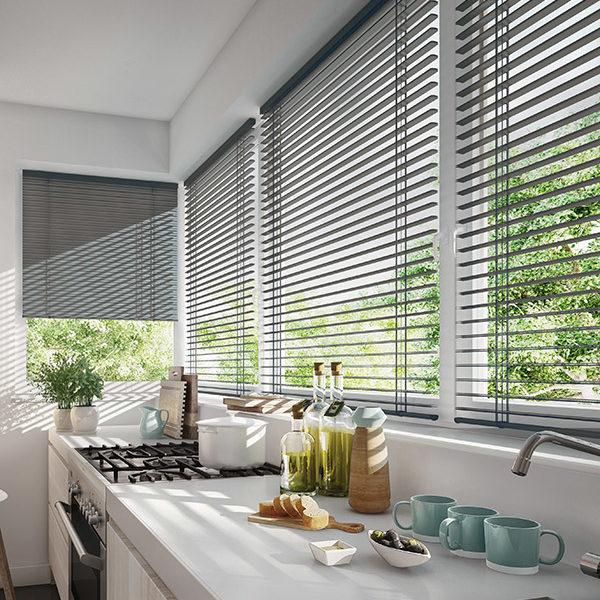 Isol&Plus - Les stores à bandes horizontales en alu sont la solution idéale pour un style épuré